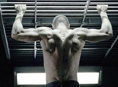 Jason-Statham-workout-arms-back