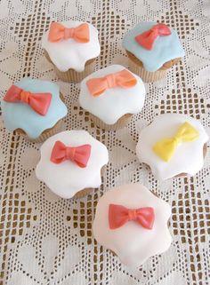 THUMB AND CAKES : Ribbon Cupcake