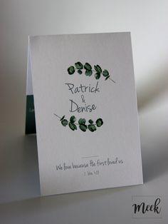 Mooie trouwkaart met eucalyptus takjes.