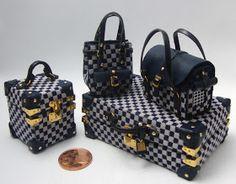 Miniature Crafts, Miniature Dolls, Mini Purse, Mini Bag, Vans School Bags, Barbie Clothes, Barbie Dolls, Mini Craft, Barbie Accessories