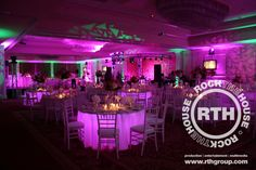 Have you thought about lighting under your reception tables? Amazing how good this looks, right?