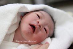 【スマホでOK】出産直後に撮影するべき赤ちゃん写真撮影のコツ | 白いザクロを探してます