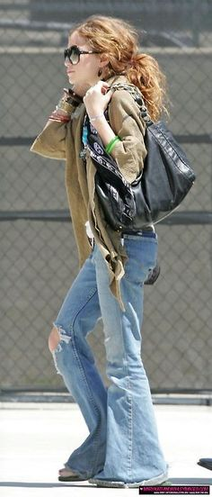 mary kate back in the day Mary Kate Ashley, Mary Kate Olsen, Style Icons Inspiration, Olsen Twins Style, Fashion Line, Bell Bottom Jeans, What To Wear, Celebrity Style, My Style