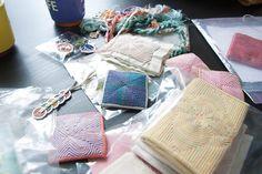 [색실누비] 매일매일이 색색의 실들과  누비누비한 날들 Kantha Quilt, Quilts, Tea Cozy, Korean Art, Knots, Arts And Crafts, Gift Wrapping, Sewing, Fabric