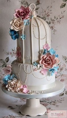 Very creative bird cage wedding cake. Kind of vintage! #weddingcake #mywedding