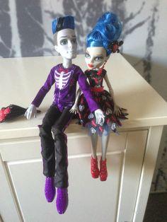 Monster High - Slo Mo Mortavitch und Ghoulia Yelps Puppe-Set Loves not Dead in Jeux, jouets, figurines, Poupées, vêtements, access., Poupées mannequins, mini | eBay