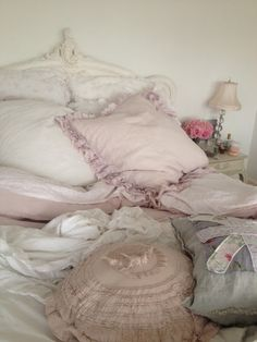 Shabby Chic Bedrooms, Shabby Chic Homes, Teenage Girl Bedrooms, Girls Bedroom, Cottage Chic, Romantic Cottage, Aesthetic Bedroom, Getting Cozy, Vintage Shabby Chic