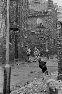 Photos of Newcastle 1969 - 1972 by Nick Hedges Street games Newcastle upon Tyne games Newcastle upon Tyne 1971 Old Photography, Industrial Photography, Street Photography, Vintage Kids Photography, Old Pictures, Old Photos, Vintage Photographs, Vintage Photos, Newcastle Gateshead