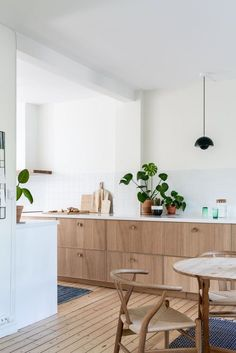 Home Decor Kitchen, Kitchen Interior, New Kitchen, Home Interior Design, Home Kitchens, Interior Colors, White Oak Kitchen, Wooden Kitchen, Scandinavian Kitchen