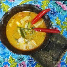 So we just made this bowl of insanely tasty and spicy Tom Yum Gai it was beautiful @SilomThaiCookerySchool #TBEXAsia2015 #AmazingThailand #silomthaicookingschool