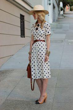 Me encanta la combinación de este vestido con el sombrero más informal :D