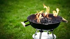 How to Keep Your Charcoal Grill Hot as Hell Grilling Tips, Grilling Recipes, Lighter Fluid, Charcoal Grill, Fun Cooking, Go Camping, Hot Dogs, Barbecue, Flow