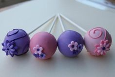 Pink and purple cake pops with flowers