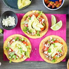 Cuisiner l'avocat: recettes originales | Fraîchement Pressé Tostadas, Tacos, Cold Meals, Taco Seasoning, Bruschetta, Cilantro, Beef, Stuffed Peppers, Dishes