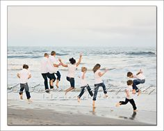 Gallion family trip to the beach picture idea