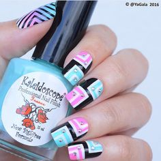 Gorgeousness in a mani by yagala(YouTube)! Galina used the insides of our Right Angle Nail Stencils to create the geometric pattern on her nails- she used the stencil over the gradient polish on her thumb! Right Angle Nail Stencils found at: snailvinyls.com