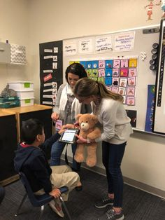 AACtual Therapy: Making Core Words Fun for Students with Autism French Language Learning, German Language, Japanese Language, Teaching Spanish, Spanish Language, Communication Activities, Vocabulary Activities, Speech Language Pathology, Speech And Language