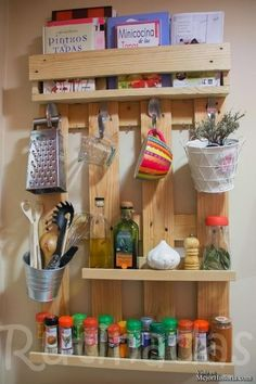 The Best DIY Wood and Pallet Ideas: 10 formas creativas de usar palets y guacales en t. Recycled Pallets, Recycled Wood, Wooden Pallets, Pallet Wood, Diy Wood, Pallet Bench, Recycled Crafts, Recycled Materials, Repurposed