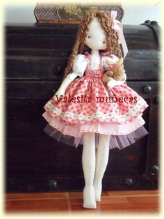 ''Valesita Muñecas''. (By Valeska Solar). I love the legs and toes detail on this doll