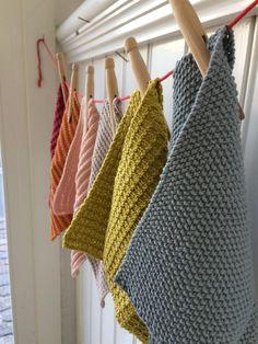 Karklude: en opskriftssamling Knitted Dishcloth Patterns Free, Knitted Washcloths, Crochet Potholders, Knit Dishcloth, Knitting Patterns Free, Knit Patterns, Crochet Stitches, Hand Knitting, Crochet Home