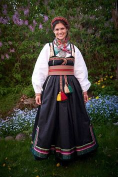 Ethnic Fashion, Womens Fashion, Costumes Around The World, Wool Embroidery, Folk Costume, Summer Outfits Women, Cool Costumes, Sweden, Frozen