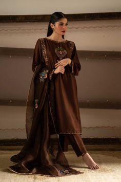 Buy Zari Silk Straight Pant Suit in Dark Brown Color - Salwar Kameez for Women from Andaaz Fashion at Best Prices. Style ID: Designer Kurtis, Designer Dresses, Embroidery Suits Design, Embroidery Fashion, Stylish Dress Designs, Stylish Dresses, Stylish Suit, Colour Combination For Dress, Pakistani Dress Design