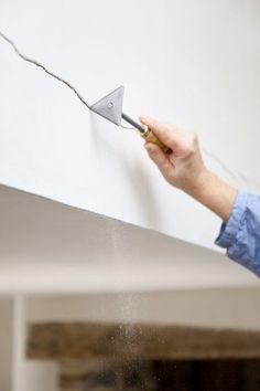 Comment reboucher une fissure : le mode d'emploi - CôtéMaison.fr