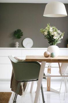 Kjøkken inspirasjon fra Nordiske Hjem Living Room Colors, Nordic Design, Living Room Interior, My Dream Home, Office Desk, 3 D, Dining Table, Room Decor, Interior Design