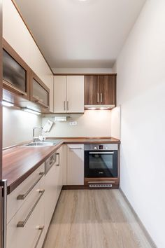 Open Kitchen And Living Room, Kitchen Room Design, Modern Kitchen Design, Kitchen Layout, Home Decor Kitchen, Interior Design Kitchen, Kitchen Furniture, Home Kitchens, Minimalist Kitchen