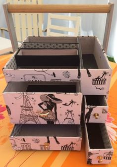 Cartonnage : Tuto de la desserte à couture ChaDaNel - Le-voyage-du-sac-à-cadeaux Ikea Toy Storage, Cardboard Storage, Cardboard Crafts, Furniture Storage, Diy Furniture, Cardboard Furniture, Cabinet Storage, Storage Boxes, Ikea Kids Chairs