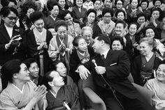 Daisaku Ikeda with Soka Gakkai members in Tokyo