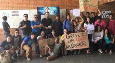 Eles querem ter aula: universitários da UnB protestam contra greve de professores