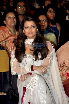 Aishwarya Rai Wallpapers: Aishwarya Rai Latest Photos