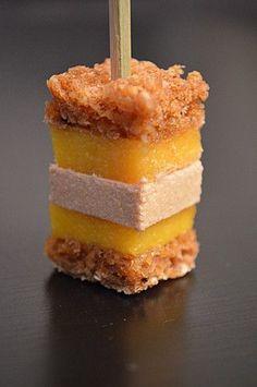 sucette foie gras-pain d'épice-mangue. Brotxeta de #foie, mango i pa de gingebre.