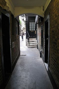 Goodwin's Court - Knockturn Alley | The Super Fan's Guide To Harry Potter's London