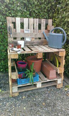 My potting table . Diy Garden, Garden Table, Garden Pots, Outdoor Potting Bench, Potting Tables, Outdoor Projects, Garden Projects, Diy Projects, Pallets Garden