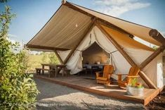 Glamping at Bear lake. Conestoga Ranch Glamping at Bear lake. Zelt Camping, Camping Glamping, Luxury Camping, Camping Hacks, Outdoor Camping, Camping Ideas, Camping Resort, Camping Cabins, Camping Packing