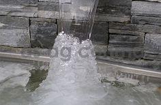 gartenbrunnen, wasserwände, chromstahlbrunnen, wasserschütten