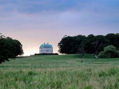 La UNESCO incluyó en el año 2015 como sitito Patrimonio Mundial los campos de caza de los reyes daneses: http://www.guiarte.com/noticias/campos-caza-reyes-daneses-unesco.html