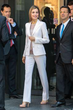 Reina Letizia de España y el total white.