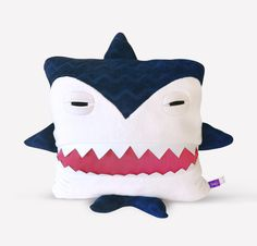 Besides to being vege Shark has been thought developed woven filled sewn inspected brushed labeled packaged and loved in Montreal Quebec Canada Details VELVET 80% organic cotton 20% recycled polyester made in Montreal – comes with an inside pillow 100% polyester Format 17 x17 Wash WASHING