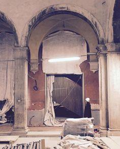 modernity emerging at the Fondaco dei Tedeschi #venice #omainprogress @silviasandor @oma.eu by ippopeste