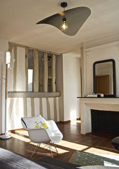 Aménagement d'un appartement style scandinave  Fauteuil à bascule type Eames + coussin de chez Junique     ©ClémenceJeanjan
