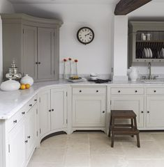 Chalon Concave Kitchen - I like the two toned cabinets