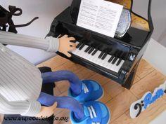 www.unpocodetodo.org - Fofucha de Ruth - Fofuchas - Goma eva - crafts - grand piano - manualidades - personalizado - piano - 4