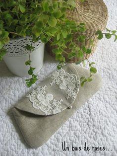 Pochette lin et dentelle Un bois de roses