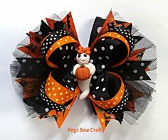 Girls boutique hair bows Halloween Bow Hair by PegsSewCrafty Boutique Hair Bows, Girls Boutique, Spirit Halloween Costumes, Bullet Journal Stencils, Halloween Hair Bows, Heavenly Angels, Pink Succulent, How To Age Paper, Large Paper Flowers