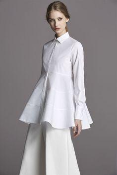 CH Carolina Herrera White Shirt Collection Fall 2015 Source by muahfkolik Shirt Dresses Classic White Shirt, Crisp White Shirt, White Shirts, Carolina Herrera, Modest Fashion, Fashion Dresses, Fashion Details, Fashion Design, Fashion Trends