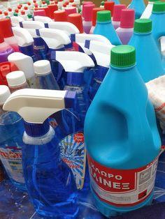 Φτιάξτε τα δικά σας απορρυπαντικά και προϊόντα καθαρισμού - Toftiaxa.gr   Κατασκευές DIY Διακοσμηση Σπίτι Κήπος Cleaning Hacks, Cleaning Supplies, Cleaners Homemade, Good Housekeeping, Spray Bottle, Brittany, Home Remedies, Drink Bottles, Helpful Hints