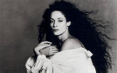 Fundo do baú: Monique Evans mostra foto de biquíni de 20 anos atrás